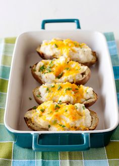 horseradish and chive twice-baked-potatoes_ from baked bree yum Best Oven Baked Potatoes, Baked Potato Recipes, Steak Potatoes, Potato Dishes, Food Dishes, Side Dishes, Tapas, Mets, Jambalaya