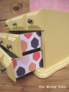 The Moody Ruby themoodyruby.blogspot.ca/ thrifted . jewelry box . painted jewelry box . yellow jewelry box