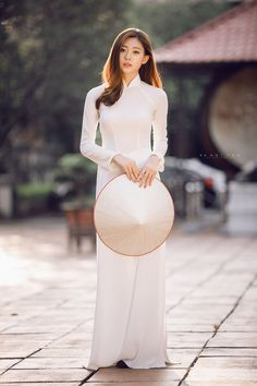 Nhìn hình ảnh này, bạn còn không tin con gái Việt cứ diện áo dài là xinh hết phần người khác? - Ảnh 6. Vietnamese Traditional Dress, Vietnamese Dress, Traditional Dresses, Ao Dai, Vietnam Girl, Beautiful Asian Women, Asian Fashion, Asian Woman, Asian Beauty