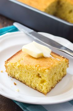Easy Buttermilk Cornbread Recipe - This simple homemade cornbread is a winner every time! Easy Buttermilk Cornbread Recipe, Homemade Cornbread, Sweet Cornbread, Cornbread Recipes, Cooking Bread, Bread Baking, Bean Soup Recipes, Meal Recipes, Muffin Recipes
