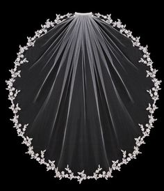 Butterfly-embroidered edge veil