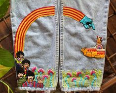 Yellow Submarine / The Beatles embroidered jeans Yellow Submarine / The Beatles brodé jeans Yellow Submarine, Embroidery Art, Embroidery Patterns, 90s Mom Jeans, Yellow Jeans, Embroidered Clothes, Embroidered Mom Jeans, Painted Jeans, Harajuku