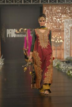 """Sara rohale asghar has hit the flour for the first time with her stunning collection of """"Tehzeeb-e-baymisaal"""". lets have a look at her elegant bridal wear 2012 Pakistani Fashion Party Wear, Pakistani Formal Dresses, Pakistani Wedding Outfits, Pakistani Dress Design, Indian Dresses, Indian Outfits, Pakistani Designers, Velvet Dress Designs, Pakistan Fashion Week"""