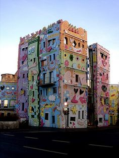Built in 2001 by the German architect Konrad Kloster and designer James Rizzi, the Happy Rizzi House is located on the ruins of an ancient farm of a ducal palace
