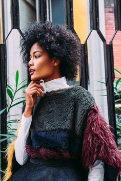 NatYOUral's pieced poncho is made of ethical alpaca fur, meaning it's made of fleece that is cut and woven without harming the animal . Alpaca Poncho, Weekend Outfit, Knit Jacket, Quilted Leather, Fair Trade, Color Blocking, Cool Girl, Fitness Models, Natural Hair Styles