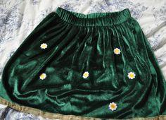 Customising a skirt on a budget.    http://thepalefemale.blogspot.co.uk/2013/01/diy-customising-skater-skirt.html