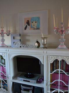 DIY Karkkimaiset kynttilänjalat. Alkuperäinen väri tumman ruskean harmaa. Entryway Tables, Cabinet, Storage, Diy, Furniture, Home Decor, Clothes Stand, Purse Storage, Decoration Home