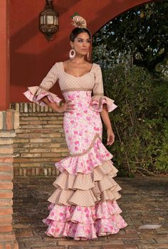 Spanish style – Mediterranean Home Decor Flamenco Costume, Flamenco Dancers, Spanish Dress, Spanish Style, Dance Outfits, Dance Dresses, Flamenco Dresses, Dresses Dresses, Beautiful Gowns