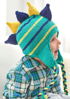 Free Knitting Pattern for Dino Stripe Hat - Stegosaurus-inspired earflap hat sized for children. Designed by Melody Rogers for Red Heart. Knitting Patterns Boys, Knitting For Kids, Easy Knitting, Knitting Projects, All Free Crochet, Knit Or Crochet, Kids Hats, Knitted Hats, Heart Designs