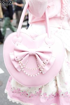 student Lolita in full skirt from Baby The Stars Shine Bright with pink Angelic Pretty purse. Kawaii Fashion, Lolita Fashion, Cute Fashion, Visual Kei, Couleur Rose Pastel, Kawaii Bags, Kawaii Shop, Mode Lolita, Estilo Lolita