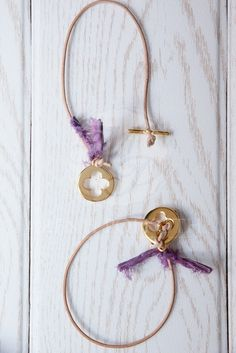 Μένη Ρογκότη - Μαρτυρικά βάπτισης για κορίτσι δερμάτινο βραχιόλι με μεταξωτό… Baptism Favors, Baptism Ideas, Jungle Theme, Christening, Paper Dolls, Projects To Try, Handmade Jewelry, Hoop Earrings, Pendant Necklace