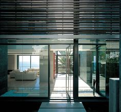 Make your home modern with latest designed glass panels