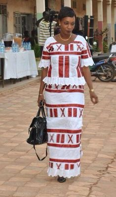 Des supers looks qui peuvent vous inspirer African Dress Patterns, African Dresses For Women, African Attire, African Fashion Dresses, African Women, African Print Clothing, African Print Fashion, Africa Fashion, Tribal Fashion