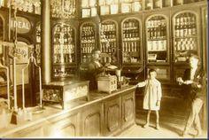 Antiga mercearia Vintage Candy, Lisbon Portugal, Shop Interiors, General Store, Vintage Photographs, Old Pictures, Portuguese, Decoration, Vintage Shops