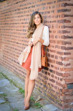 A feminine and chic Autumn outfit in a trendy color palette featuring neutrals and burnt orange. More on www.deninamartin.com
