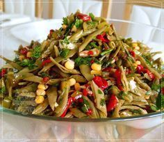 Green Bean Salad with Roasted Peppers - Salat Salad Dishes, Pasta Salad Recipes, Cottage Cheese Salad, Green Bean Salads, Appetizer Salads, Different Vegetables, Roasted Peppers, Turkish Recipes, Easy Salads