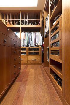 TOP TEN Obras Iberoamericanas. Casa RC Lassala+Orozco Arquitectos  #interiorismo. #vestidor de #madera . #dressingroom #wood #drawer #cabinaarmadio #armadio