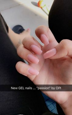 The advantage of the gel is that it allows you to enjoy your French manicure for a long time. There are four different ways to make a French manicure on gel nails. Aycrlic Nails, Cute Nails, Pretty Nails, Hair And Nails, Coffin Nails, Nails Kylie Jenner, Minimalist Nails, Best Acrylic Nails, Square Acrylic Nails