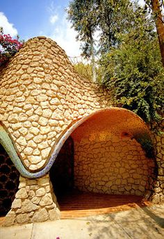 Eclectitude: Flower House by Javier Senosiain, Architect