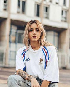 Classic Football Shirts, Vintage Football Shirts, Football Fashion, Football Outfits, Football Girls, Football Fans, Mode Dope, Jersey Fashion, Jersey Outfit