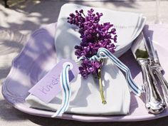 60 Hyacinths Décor Ideas For Spring Mood And Elegance Lilac Wedding, Beautiful Table Settings, My Favorite Color, Wedding Table, Tablescapes, Table Decorations, Elegant, Purple, Décor Ideas