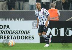 Emerson, jogador do Corinthians, durante a primeira partida contra o Once Caldas, da Colômbia, válida pela primeira fase da Copa Libertadores da América 2015.