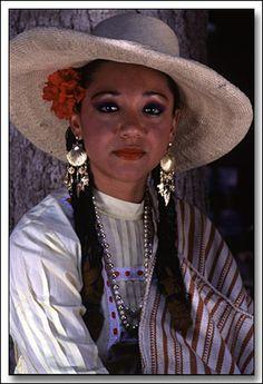 Retrato de  Peru / Piura Woman with traditional costume. Piura, Peru