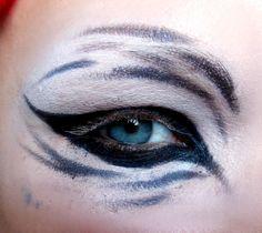 How To Make Skin Clean Tiger Eyes Makeup Tutorial – Glam Express Kitchen Remodel Orange Eye Makeup, Dramatic Eye Makeup, Colorful Eye Makeup, Simple Eye Makeup, Dramatic Eyes, Makeup For Green Eyes, Cat Eye Eyeliner, Cat Eye Makeup, Sfx Makeup