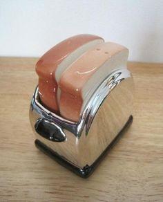Vintage Salt and Pepper Shaker Set, Toast in a Toaster. Tumblers, Salt N Pepa, Pillos, Salt And Pepper Set, Salt Pepper Shakers, Cookie Jars, Butter Dish, Spice Things Up, Tea Pots