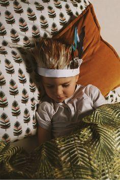 Dětské Povlečení Indiánský Náčelník – HeJu.cz Barevné povlečení pro chlapce s oboustranným trendy dezénem je vyrobené z kvalitní bavlny. Ložní souprava na jednolůžko obsahuje povlak na přikrývku a povlak na polštář s lemováním, bavlněný pytlík k uskladnění.  Zapínání na zip.