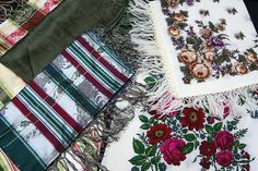 Traditional scarves worn with Finn-Swedish folk costumes. The flower-patterned scarves are especially characteristic of Finn-Swedish folk costumes, silk scarves on the other hand can be worn with folk costumes from many regions in Finland. Photo: Linda Varoma