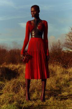 Alexander McQueen Pre-Fall 2018 Fashion Show Collection: See the complete Alexander McQueen Pre-Fall 2018 collection. Look 5