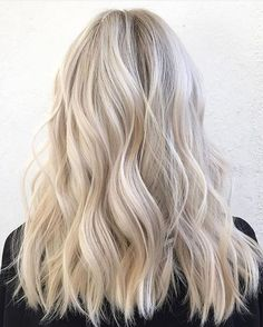 50 Ash Blonde Hair Color Ideas 2019 Ash blonde is a shade of blonde thats slightly gray tinted with cool undertones. Today's article is all about these pretty 50 Ash Blonde Hair Color. Beautiful Blonde Hair, Blonde Hair Looks, Bright Blonde Hair, Going Blonde, Icy Blonde, Blonde Hair Highlights, Grey Blonde Hair, Blonde Brunette, Blonde Waves