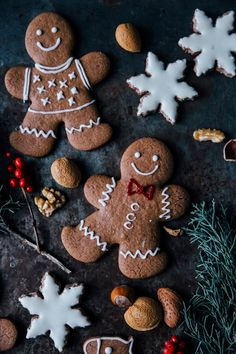 Chai Snowflakes and Gingerbread Cookies | Christmas Desserts