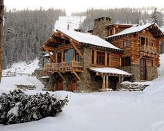 mountain homes Lake house - exterior by Peace Design Log Cabin Living, Log Cabin Homes, Log Cabins, Diy Cabin, Lake Homes, Ranch Homes, Chalet House, Ski Chalet, Haus Am See