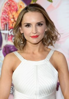 Rachael Leigh Cook Photos - Actress Rachael Leigh Cook attends Hallmark Channel And Hallmark Movies and Mysteries Winter 2018 TCA Press Tour at Tournament House on January 13, 2018 in Pasadena, California. - Hallmark Channel and Hallmark Movies and Mysteries Winter 2018 TCA Press Tour - Red Carpet