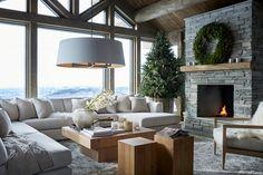 Norefjell hytte Slettvoll jul 5 Living Room With Fireplace, Home Living Room, Chalet Design, House Design, Modern Mountain Home, Modern Rustic Homes, Fireplace Design, Dream Decor, Interior Design
