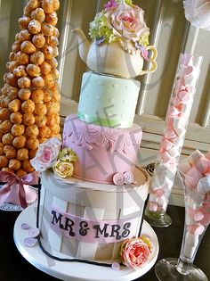 Vintage teapot cake by Ben the Cake Man I love this! Looks amazing in real life as I've just seen it at a wedding Fayre! Cake Cookies, Cupcake Cakes, Teapot Cake, Cakes Plus, Princess Tea Party, Wedding Cakes With Flowers, Frozen Meals, Specialty Cakes, Cute Cakes