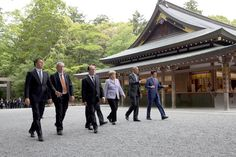 From left, President Matteo Renzi of Italy, European Commission President Jean-Claude Juncker, President François Hollande of France, Prime Minister Justin Trudeau of Canada, Chancellor Angela Merkel of Germany, President Barack Obama and Prime Minister Shinzo Abe of Japan walk to the Shogu (Main Sanctuary) at the Ise-Jingu Shrine in Ise, Japan, May 26, 2016. (Official White House Photo by Lawrence Jackson)