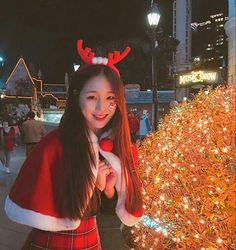 Pretty Korean Girls, Cute Korean Girl, Ulzzang Korean Girl, Ulzzang Couple, Girls In Love, Cute Girls, Short Hair Glasses, Fashion Identity, Asian Kids