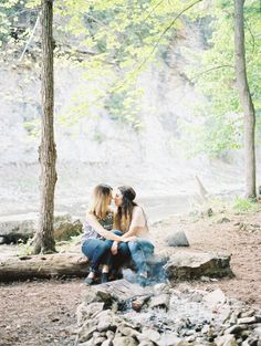 Barefoot Creekside Engagement Session | Wedding Sparrow | Martina Wendland Photography