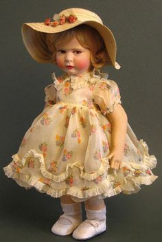 Doll fully feutine to 1930-1933.  Collection. Raynal dolls were made of cloth and felt.