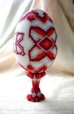 Пасхальное яйцо без предварительной схемы   biser.info - всё о бисере и бисерном творчестве