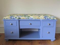 Cut down an old desk, turn it into a bench