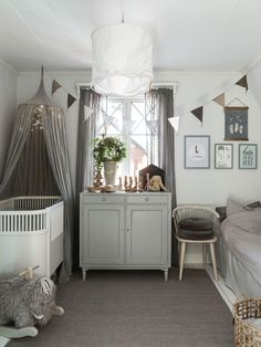 44 Easy and Cozy Baby Room Ideas for Girl and Boys Baby Bedroom, Kids Bedroom, Sweden House, Baby Barn, Small Nurseries, Shop Interiors, Decor Room, Small Rooms, Girl Room