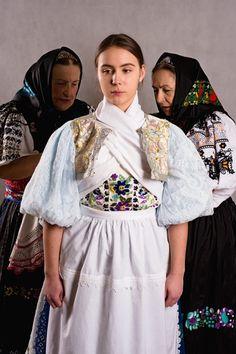 Zvolenská Slatina - Podpoľanie - Slovakia Beautiful Outfits, Beautiful Things, Folk Embroidery, Traditional Outfits, Sari, Culture, Costumes, Czech Republic, Europe