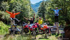 Leonardo Aceituno y sus amigos de ruta en su paso por la Araucanía.  Te invitamos a conocer más sobre él y su ruta en viajeronomadechile.blogspot.com