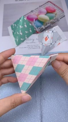 This is a magic bag, because it can be opened and closed at any time, and the folding method is very simple. It can be folded out in just 3 steps. video basteln How to fold a bag out of paper? Diy Crafts Hacks, Diy Crafts For Gifts, Diy Home Crafts, Diy Arts And Crafts, Creative Crafts, Cool Paper Crafts, Paper Crafts Origami, Diy Paper, Fun Crafts