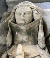 Ryther effigy, 1327. Pinner Michele Hays: *Very* obvious padding between the face and braided hair.