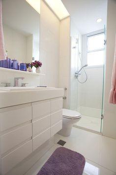 Banheiro com porcelanato polido